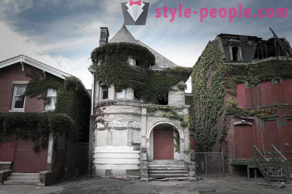 The history of these haunted houses