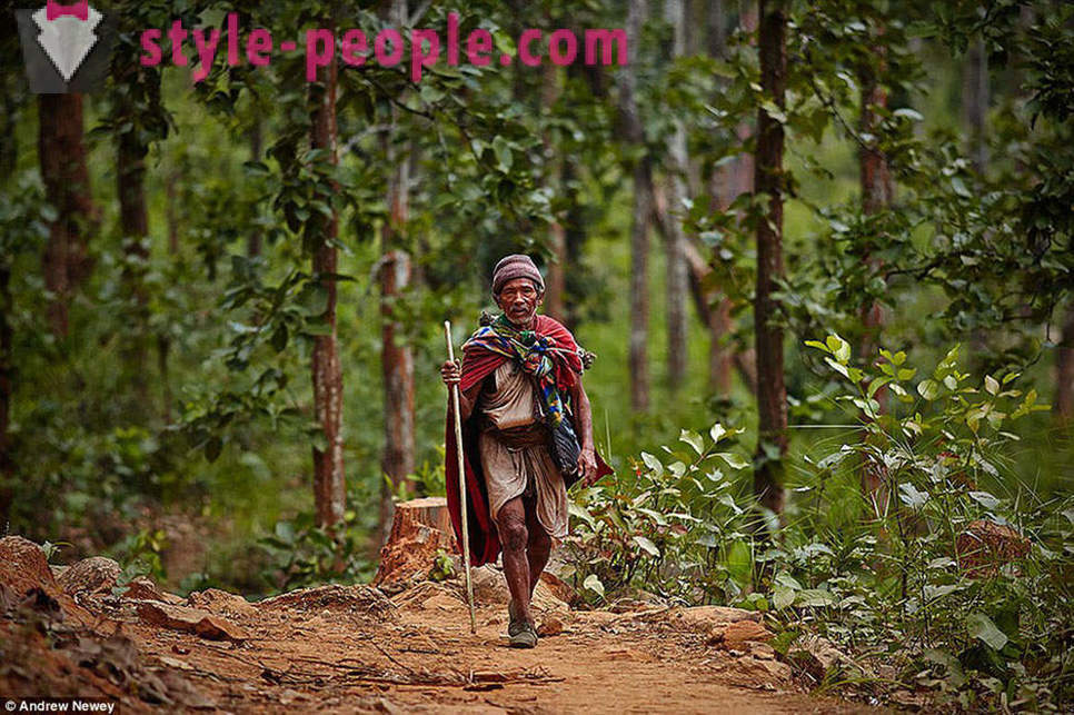 The last hunter-gatherers: the life of a primitive tribe in Nepal