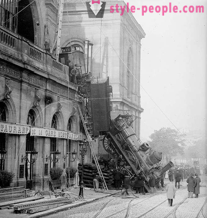 Train wreck at Montparnasse Station in 1895