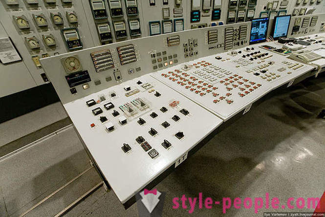 How does the Smolensk nuclear power plant