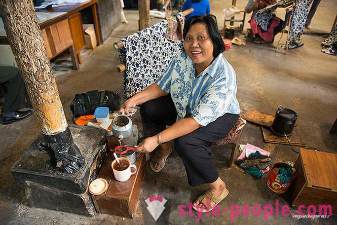 How to make batik in Indonesia