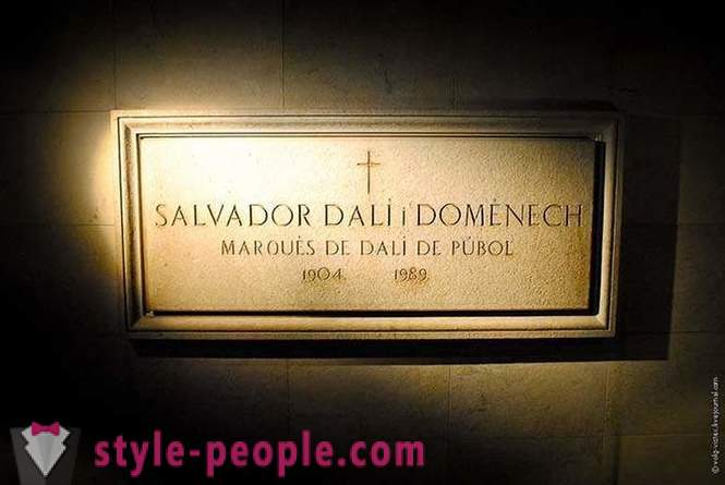 Salvador Dali Museum and the castle of his wife