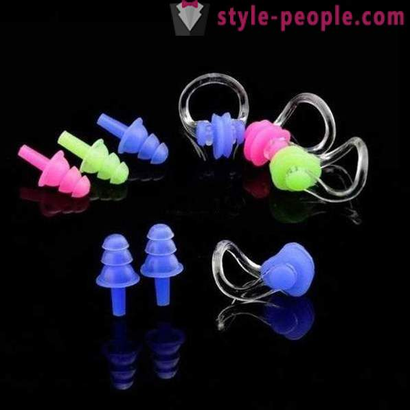 Earplugs for swimming: the use of features