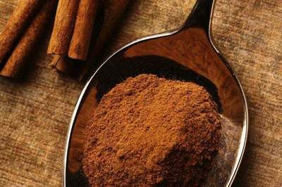 Hair mask with honey and cinnamon