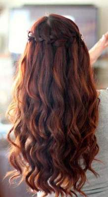 Holiday hairstyles for long hair for girls with their hands (photo)