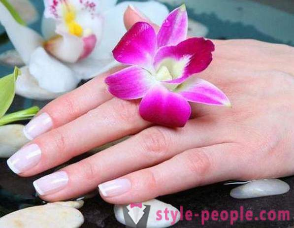 Simple and effective bath for nails at home